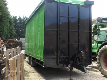 Fixed trailer with roll-up curtains